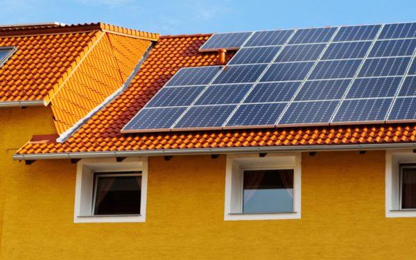 Panni solati fotovoltaico su una casa